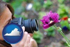 va map icon and a female photographer photographing a flower close-up